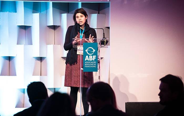 Fabiana D'Atri: economia deve melhorar, mas cautela permanece.