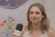 Mariana Fulfaro, co-criadora do canal do Youtube Manual do Mundo, conta como eles criam os conteúdos sobre diferentes assuntos e a linguagem adotada. Menciona também como a associação com marcas conhecidas pode ser satisfatória quando bem estabelecida.