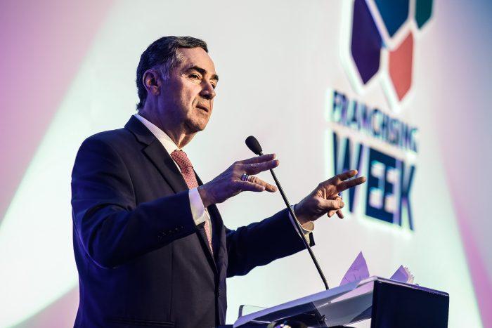 Ministro Barroso lança seu olhar sobre o mundo e o Brasil em palestra no Simpósio Jurídico ABF